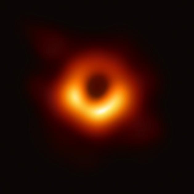 В апреле 2019 г. международная команда астрономов получила первое изображение чёрной дыры галактики Messier 87, используя наблюдения телескопа Event Horizon.