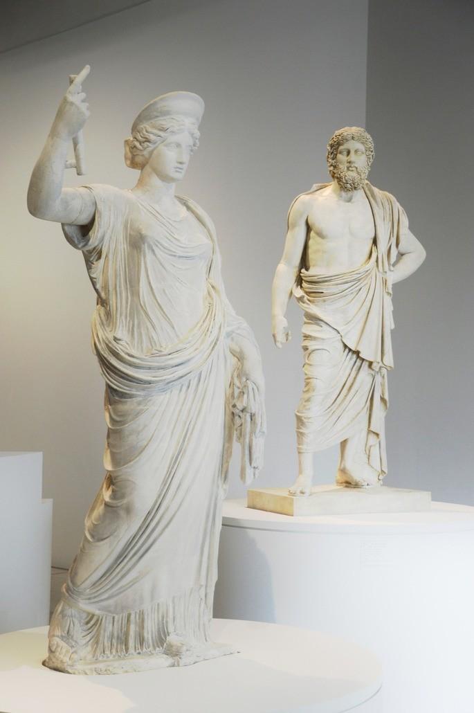 Скульптуры Геры и Зевса картинки боги древней греции