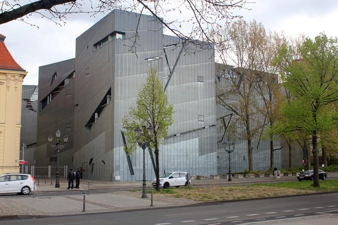 Еврейский музей в Берлине, архитектор Даниэль Либескинд, год открытия – 2001