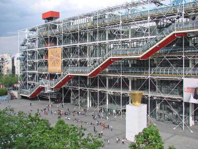 Центр Помпиду, Париж, архитектор Ричард Роджерс, открылся в 1977 г.