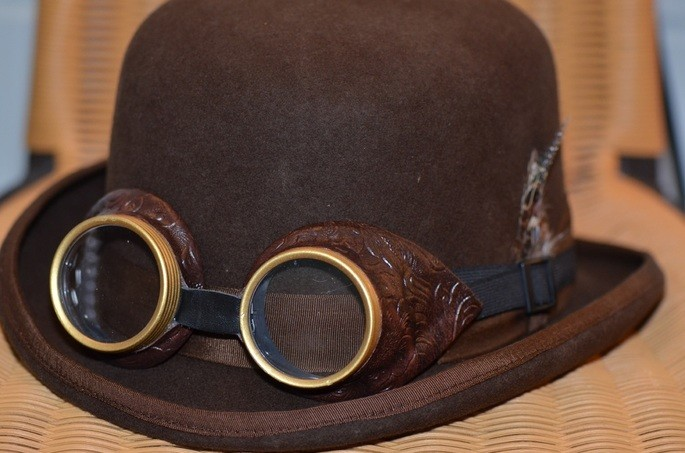 Шляпа и очки в стиле стимпанк